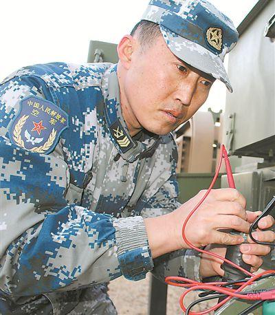 """在海岛上""""瞭望""""战场 记北部战区空军地导某营雷达技师梁志国"""