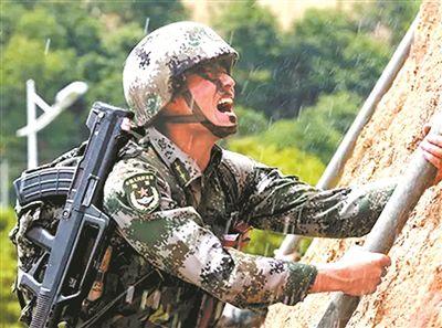 尖兵王维银分到新连队后,面对全新专业和岗位,他跌落谷底,但不言放弃—— 触底反弹,飞得更高