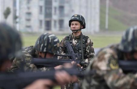 挑战不可能——记武警江西总队机动支队特战大队大队长卢定军