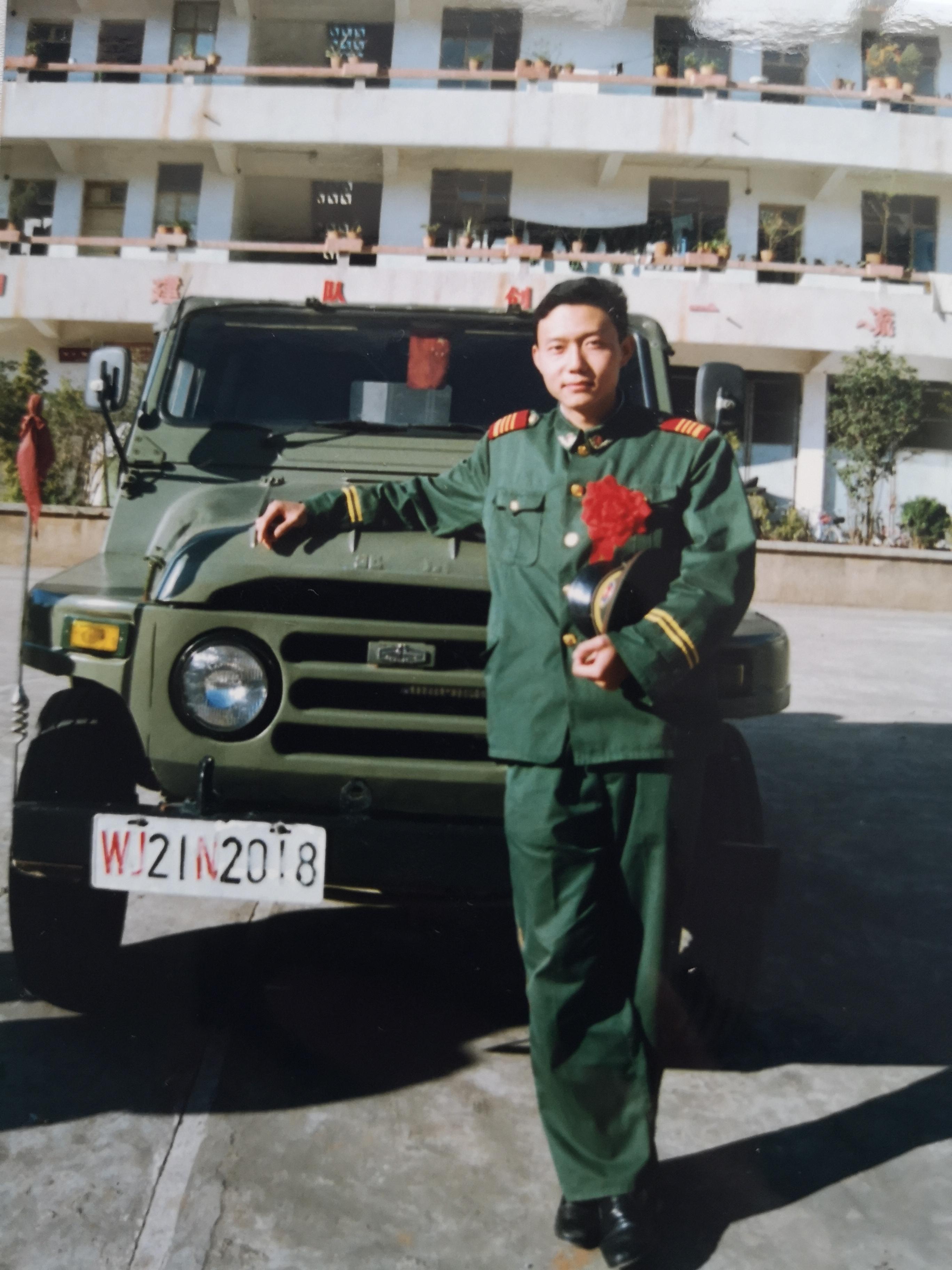 """""""及时小兵""""让中国退役军人获得终身服务与保障 ——记退伍军人邓伟"""