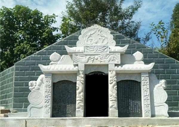 白砂岩石料墓碑定制_成都翰林石材技术精湛