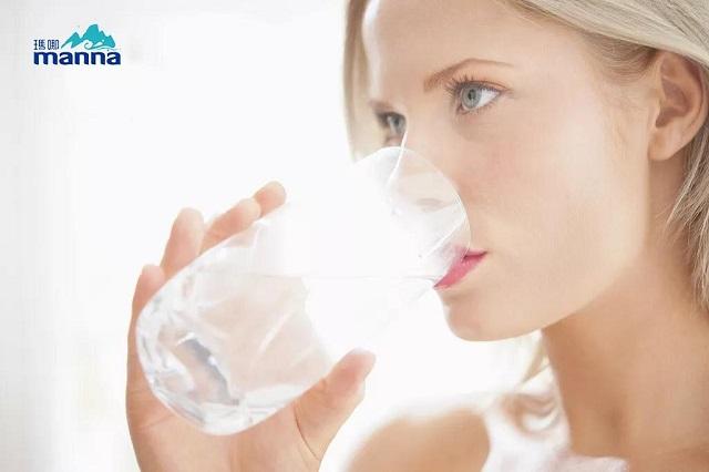 玛哪天然苏打水