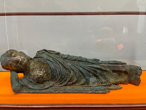 释迦牟尼涅槃像