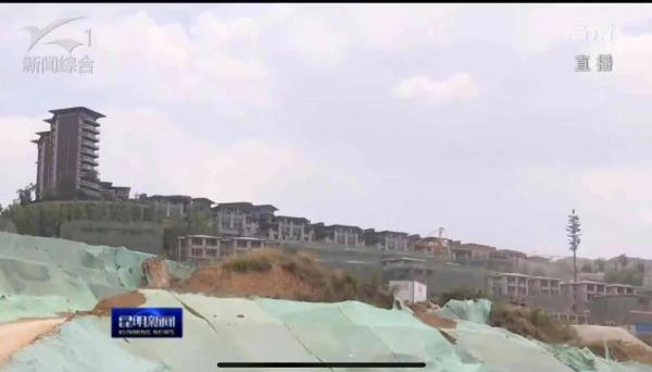 程连元、刘佳晨现场督察古滇名城项目长腰山片区过度开发问题。 《昆明新闻》截图