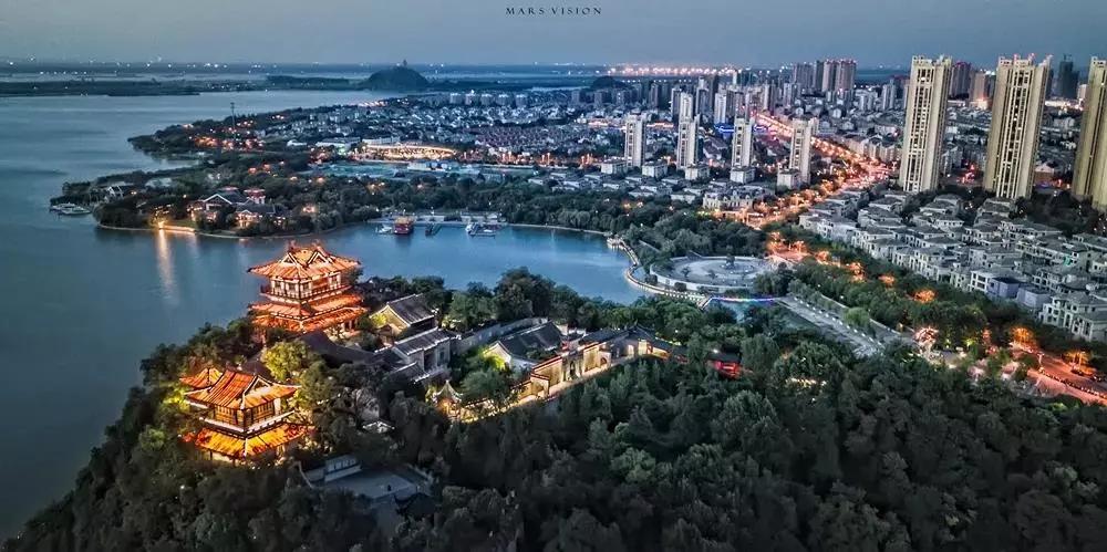 城市的风景  描述已自动生成