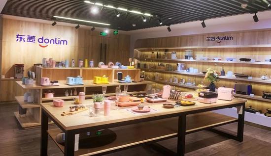 新宝公司的产品展厅。摄影:刘哲铭